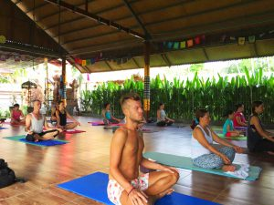 yoga-retreat-students